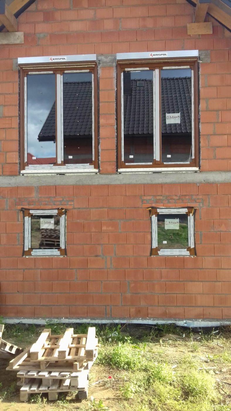 montaż okien z roletami zewnętrznymi