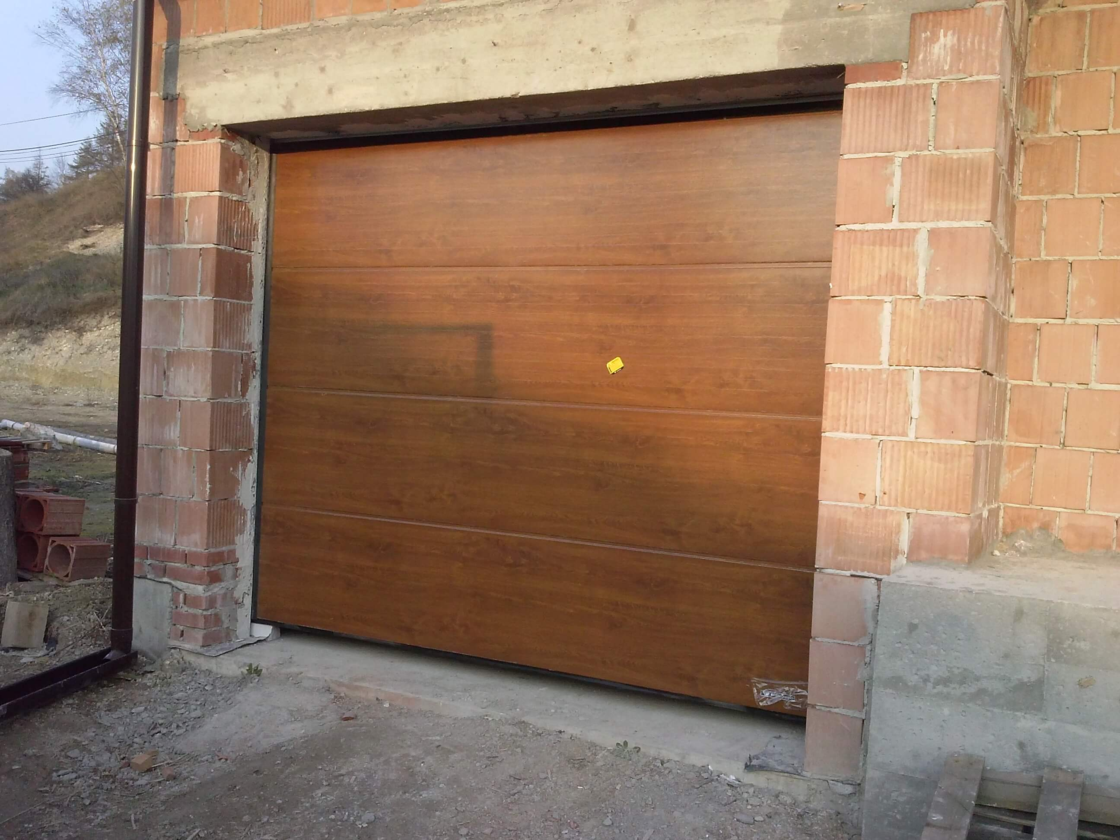 segmentowe drzwi garażowe