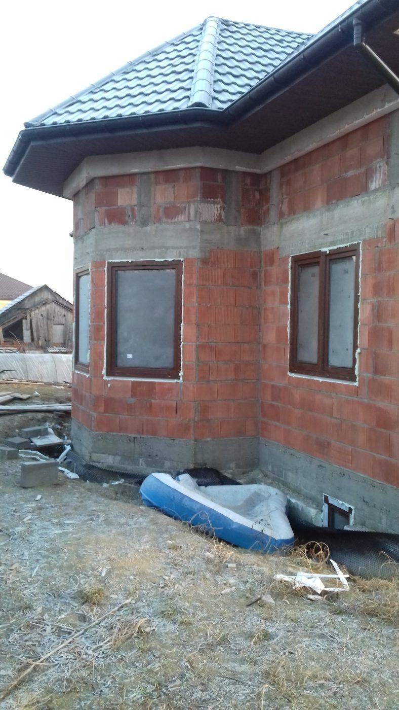 montaż okien drewnianych