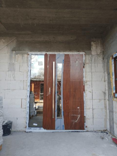montaż drzwi zewnętrzynych do domu w Krakowie