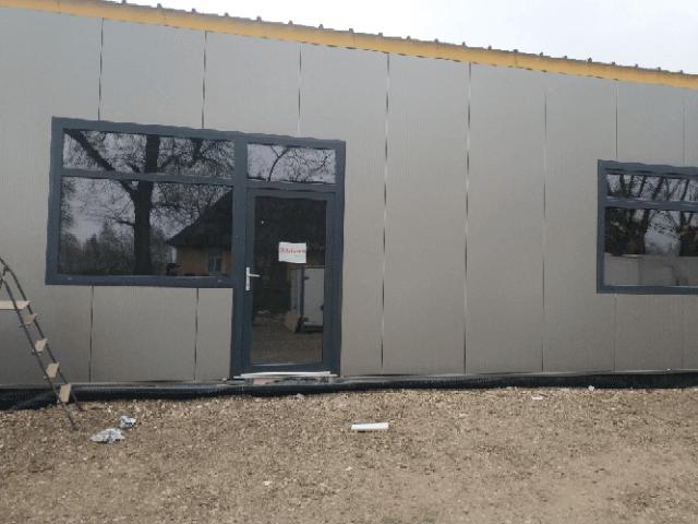 montaż okien z drzwiami w firmie
